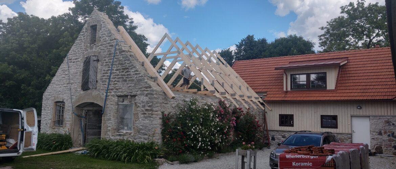Katusefermide-paigaldus-kivikatuse-ehitus-Koramic.jpg